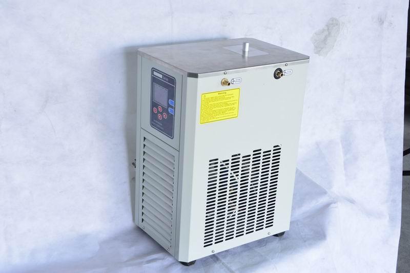实验室低温冷却液循环泵工作时要注意什么?